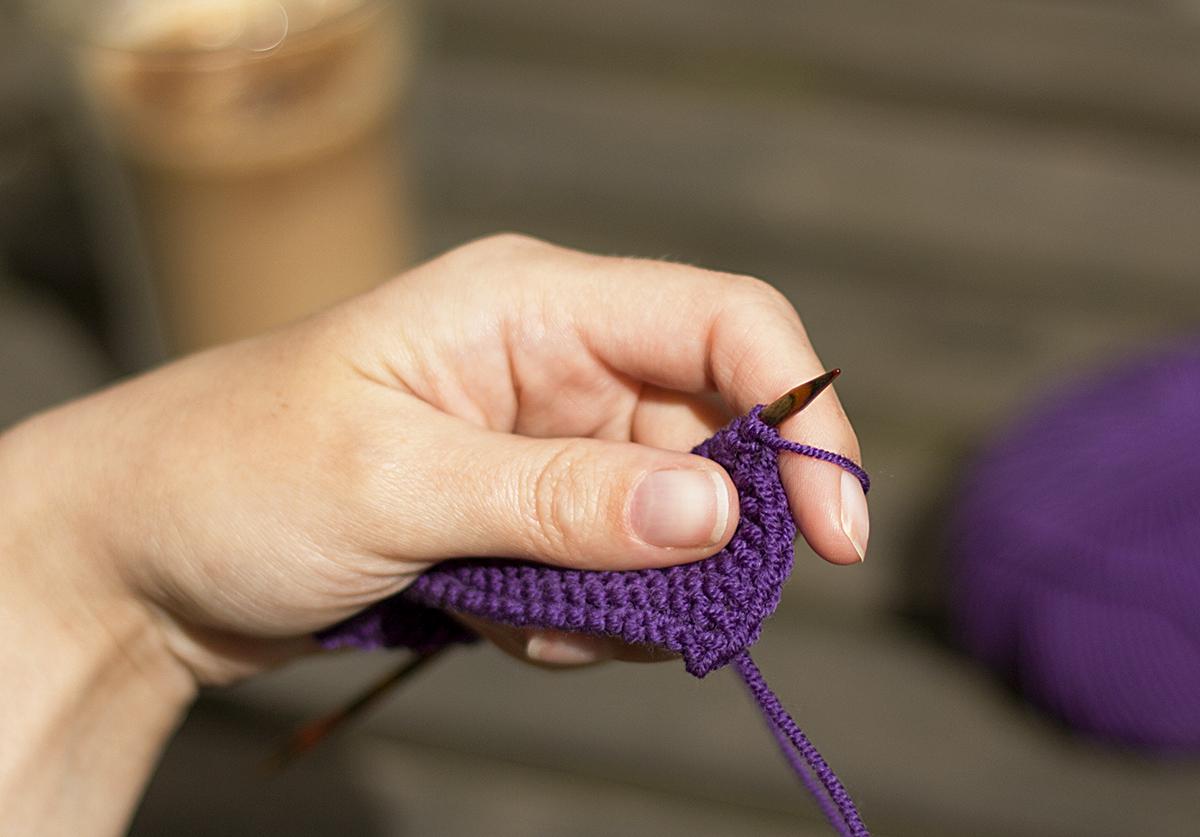 Tråden slik man vanligvis holder den på begynnelsen av pinnen.