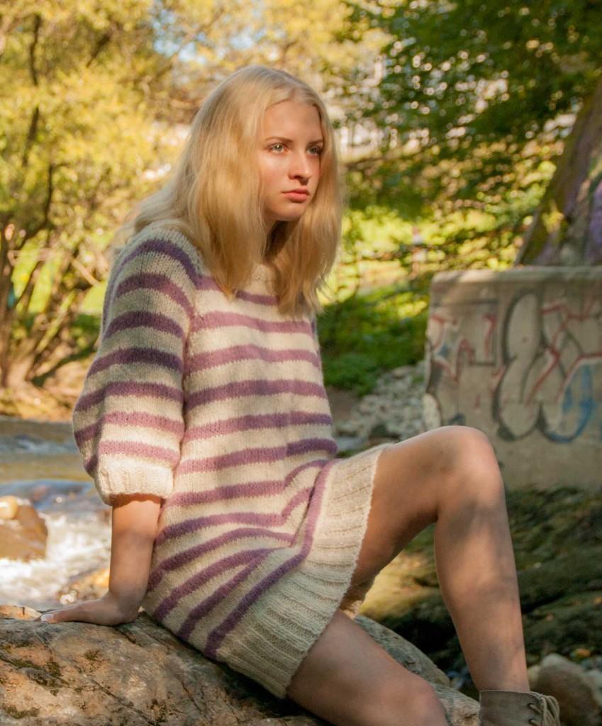 Med genseren Shaktoolik ville jeg lage en oversized gensersak med lang raglan og helt korte ermer. Jeg ba min 15 år gamle motebevisste datter om råd angående hvor vid en oversized genser bør være. Resultatet ble akkurat som jeg ønsket.