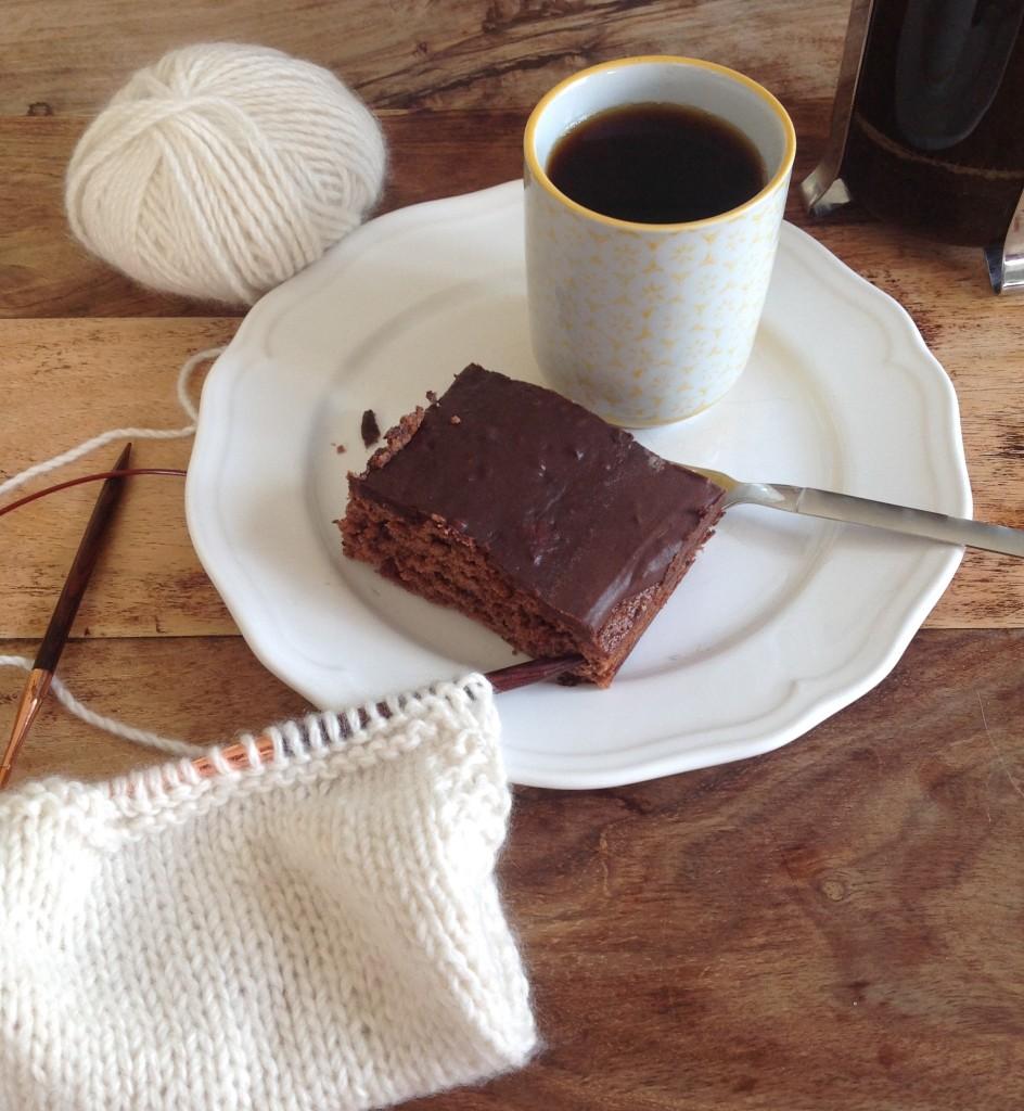 kaffe, kake og strikketøy