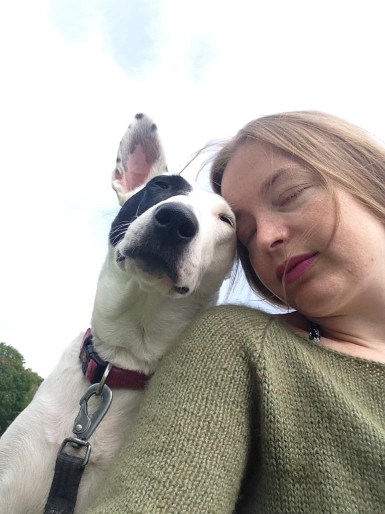 Echo og jeg prøver oss på en selfie. Kjenner du henne igjen på teppene? Echo er verdens beste venn!