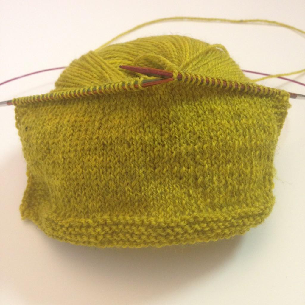 Jeg fikk begynt på en strikkeprøve i løpet av privattimen. Dette er Semilla fino fra BC Garn og hvis strikkefastheten stemmer er det store sjanser for at det blir en Tellus på meg i dette garnet.